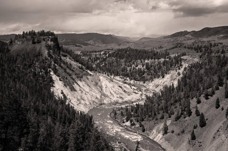 Et atypisk landskabsbillede for mit vedkommende - lavet med vidvinkel. Jeg kunne ikke stå for western-landskabet her, hvor Yellowstone River bugter sig gennem kløften. Grej: Nikon D3s + Tamron 17-35 f/2.8-4. Indstillinger: 1/1000 sek., f/11, ISO-400, 30mm.