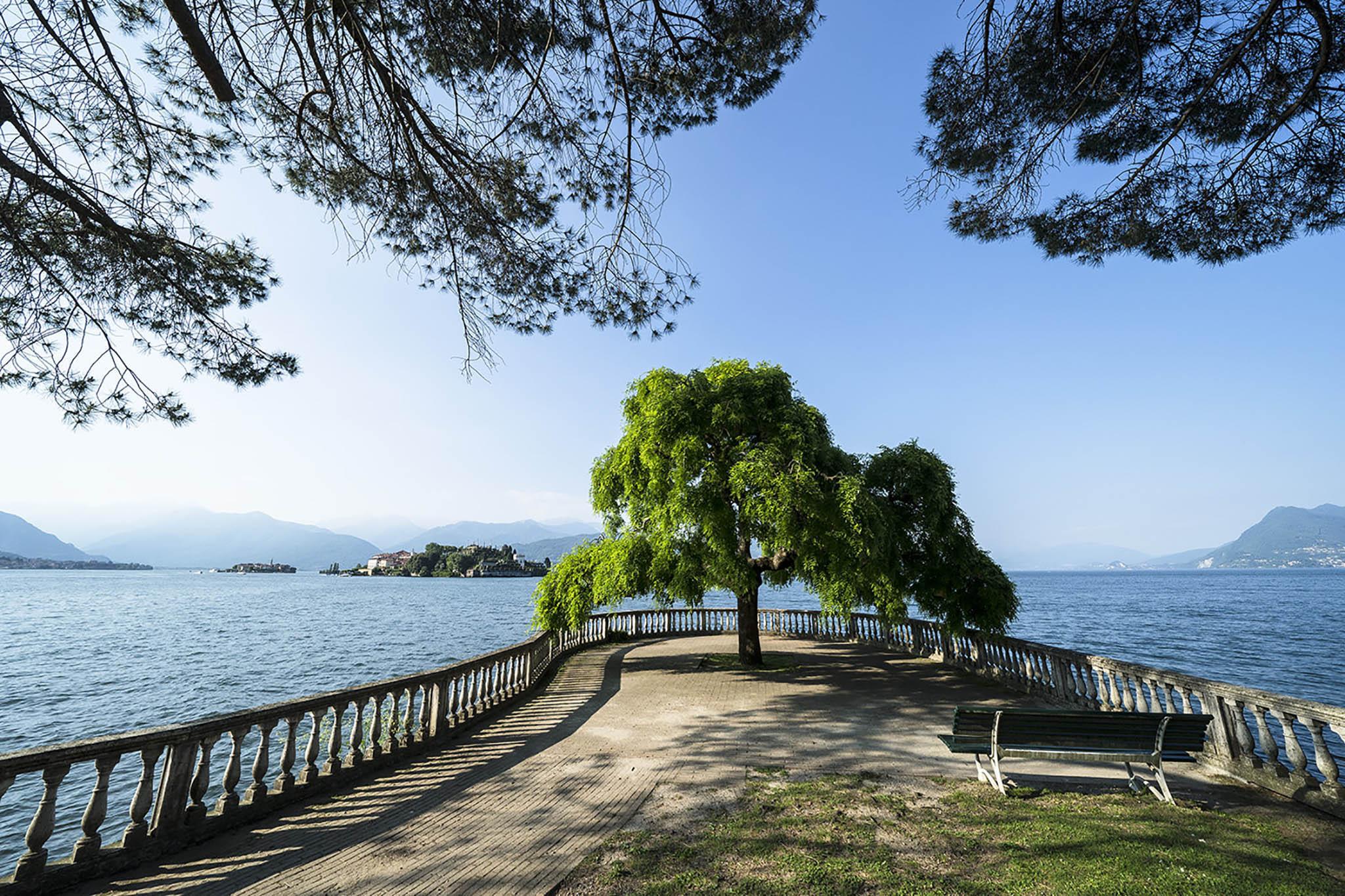 Maggioresøen i Norditalien. I baggrunden ses øerne Isola Superiore (tv) og Isola Bella. Sony A9 + Sony 12-24 f/4. 1/400, f/11, ISO-400, 12 mm., blændeprioriteret.